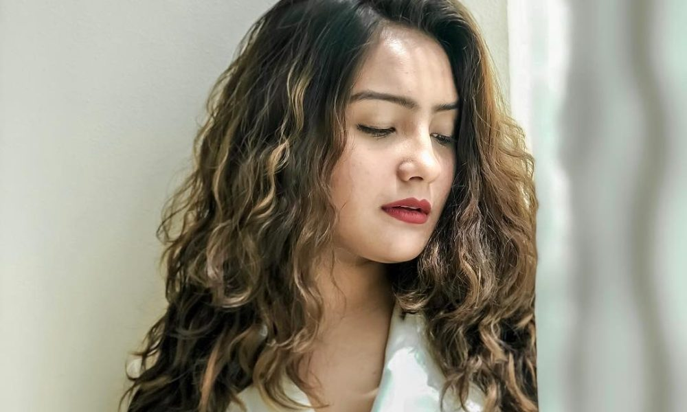 Aashika Bhatia Wiki, Biography, Age, Movies, TV Shows, Images