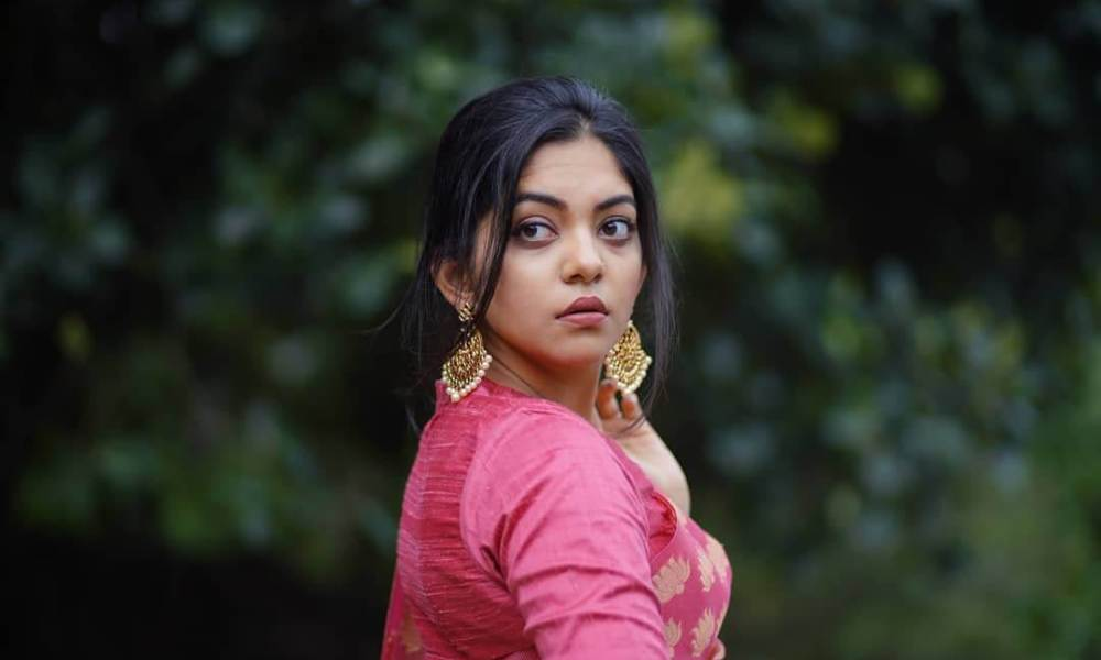 Ahaana Krishna Wiki, Biography, Age, Movies, Family, Images