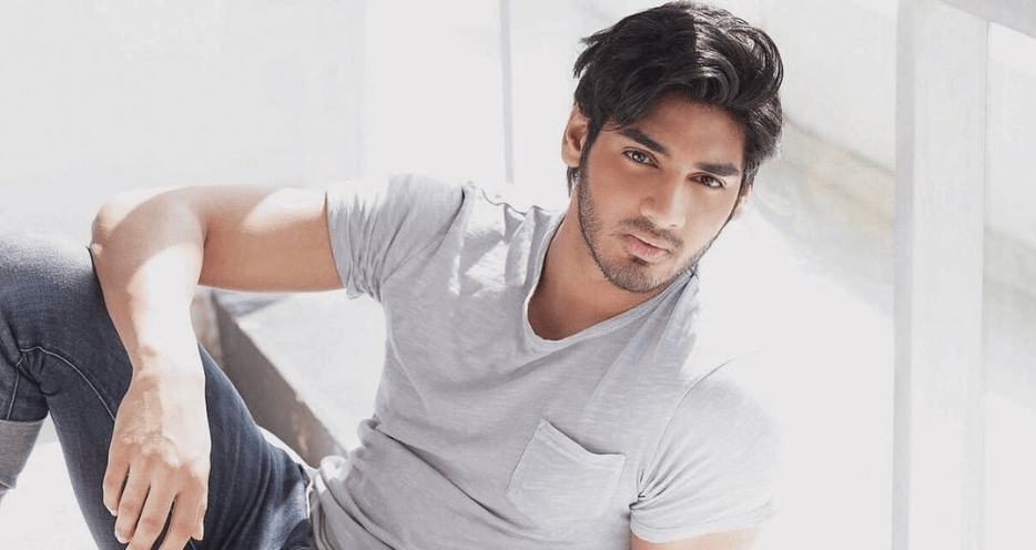 Ahan Shetty Wiki, Biography, Age, Movies, Images