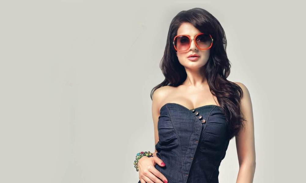 Ameesha Patel Wiki, Biography, Age, Family, Movies, Images