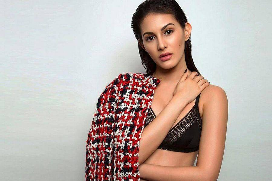 Amyra Dastur Wiki, Biography, Age, Family, Movies, Images