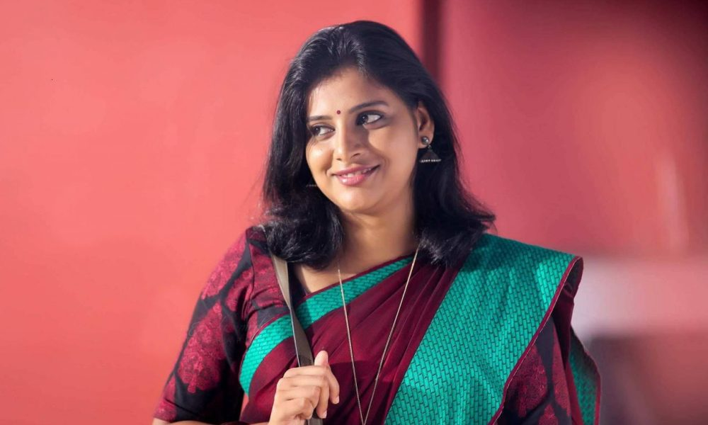Anna Reshma Rajan Wiki, Biography, Age, Movies, Family, Images