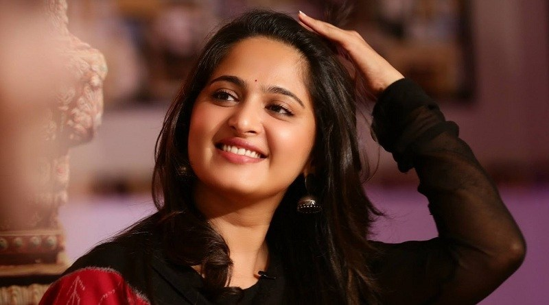 Anushka Shetty Wiki, Biography, Age, Movies List, Family, Images