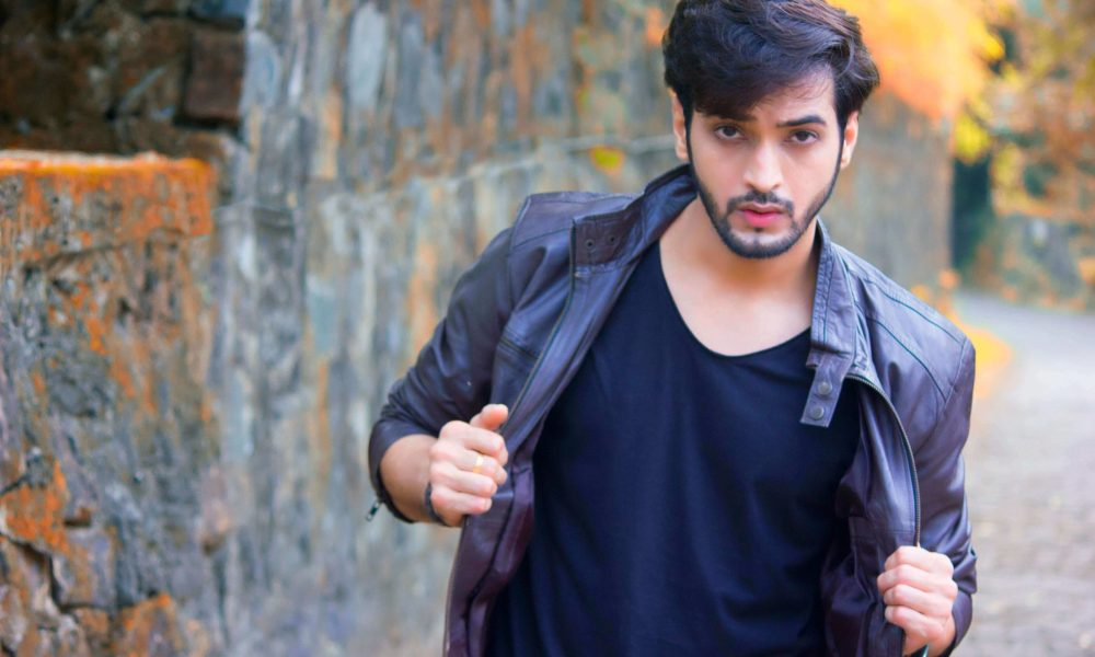Ashish Dixit Wiki, Biography, Age, Movies, Family, Images