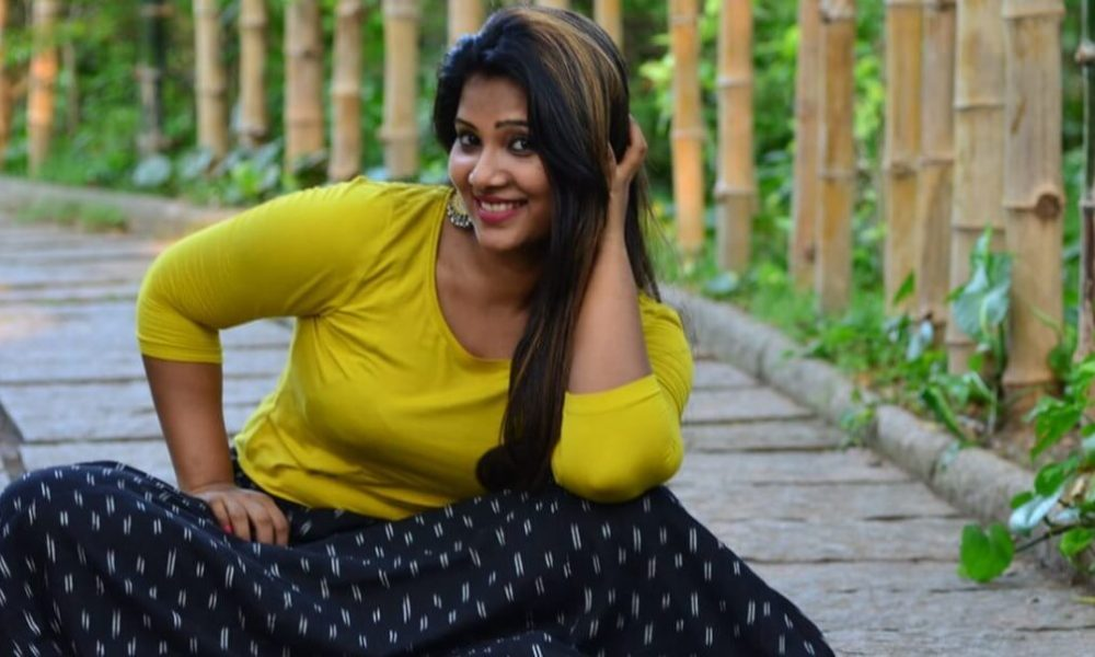 Dhivya Dhuraisamy Wiki, Biography, Age, Movies, Images