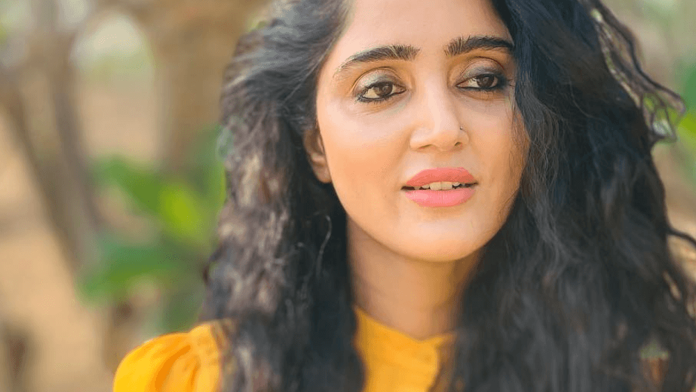 Divya Singh Wiki, Biography, Age, Movies, Images