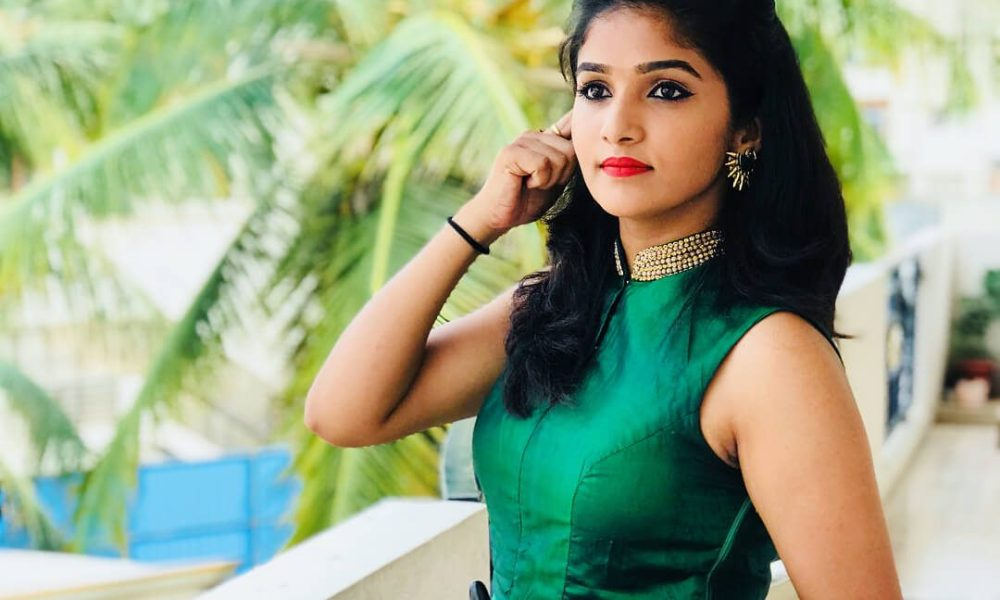 Divya Uruduga Wiki, Biography, Age, Movies, Family, Images
