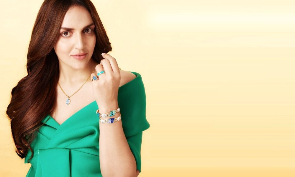 Esha Deol Wiki, Biography, Age, Movies List, Family, Images