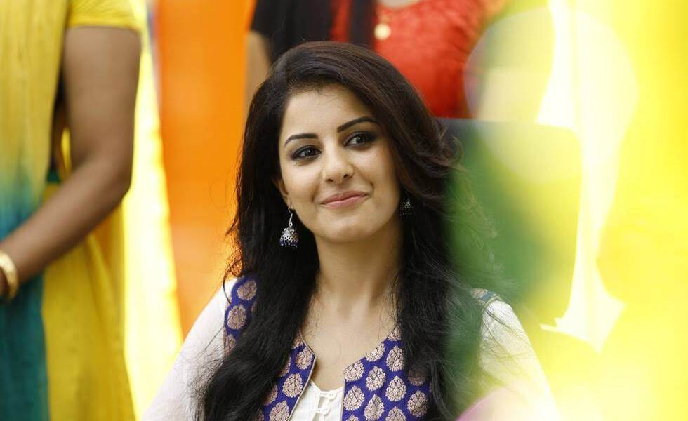 Isha Talwar Wiki, Biography, Age, Movies, Family, Images