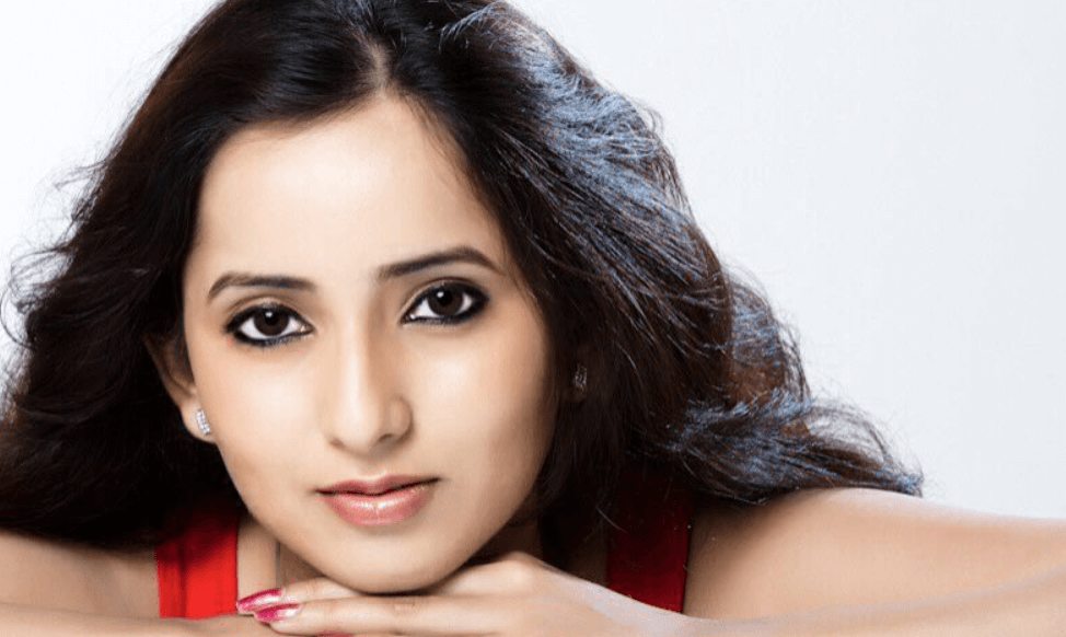 Ishika Singh Wiki, Biography, Age, Movies, Images & More