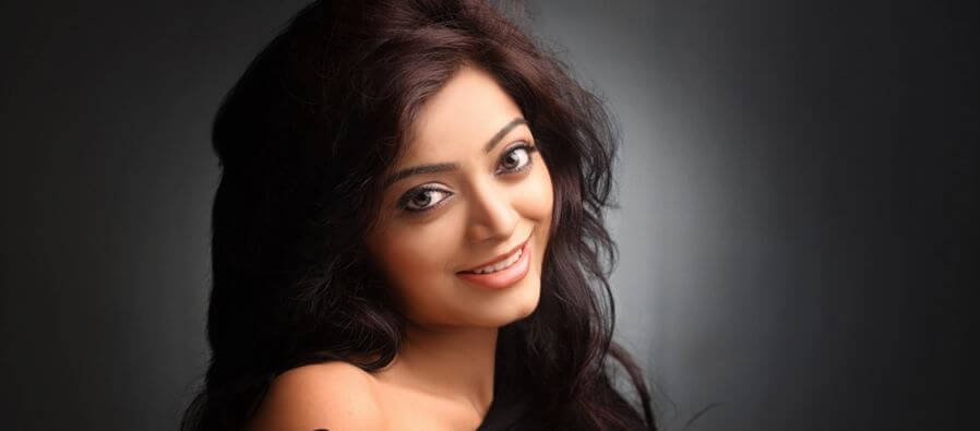 Janani Iyer Wiki, Biography, Age, Movies, Images, Bigg Boss