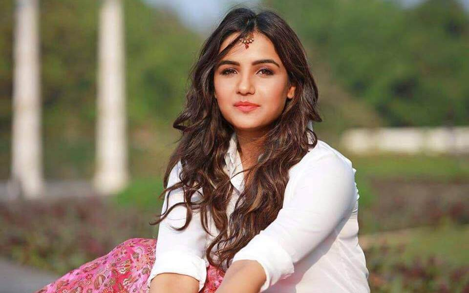 Jasmin Bhasin Wiki, Biography, Age, Movies, Family, Images