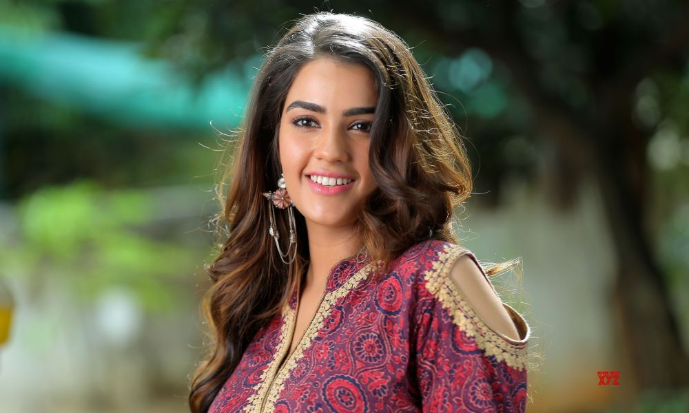 Kavya Thapar Wiki, Biography, Age, Movies, Family, Images