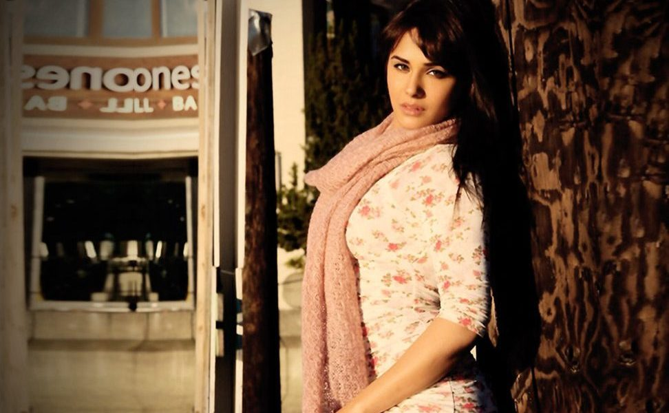 Mandy Takhar Wiki, Biography, Age, Movies List, Family, Images