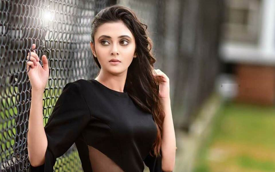 Megha Chowdhury Wiki, Biography, Age, Family, Movies, Images