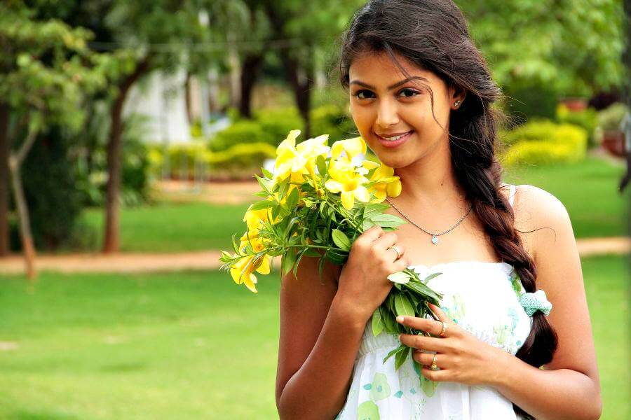 Monal Gajjar Wiki, Biography, Age, Movies, Photos