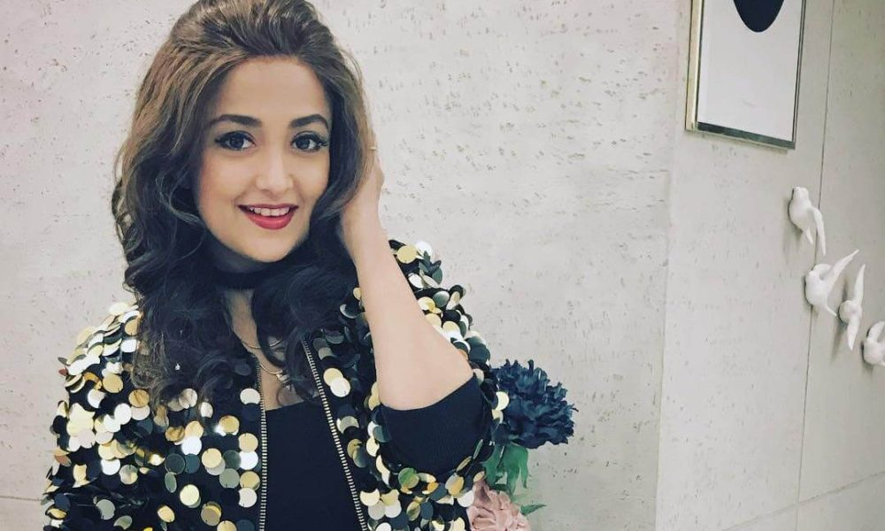 Monali Thakur Wiki, Biography, Age, Songs List, Movies, Images