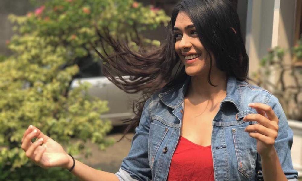 Mrunal Thakur Wiki, Biography, Age, Movies, Boyfriend & More