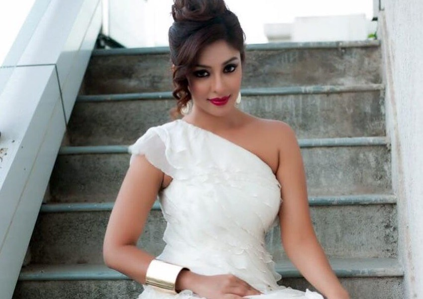 Payal Ghosh Wiki, Biography, Age, Movies, Family, Images