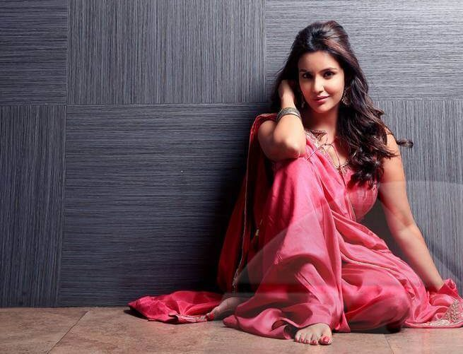 Priya Anand Wiki, Biography, Age, Movies, Images