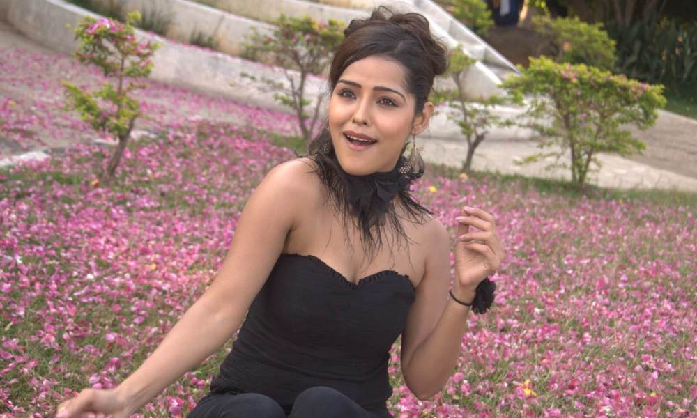 Priyanka Chhabra Wiki, Biography, Age, Movies, Images