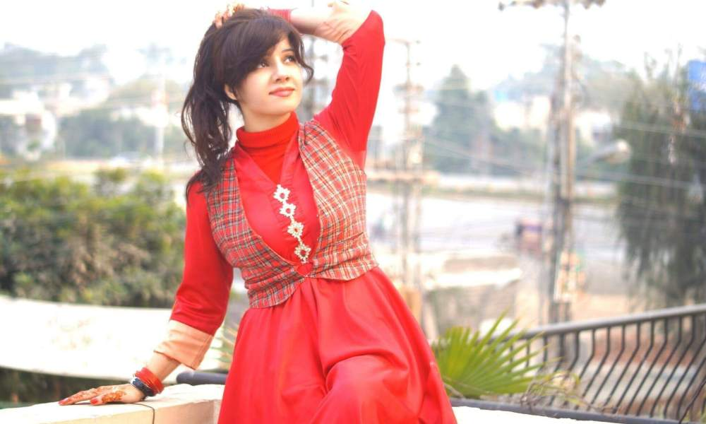 Rabi Pirzada Wiki, Biography, Age, Songs, Family, Images & More