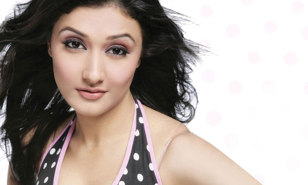 Ragini Khanna Wiki, Biography, Age, Family, Movies, Images