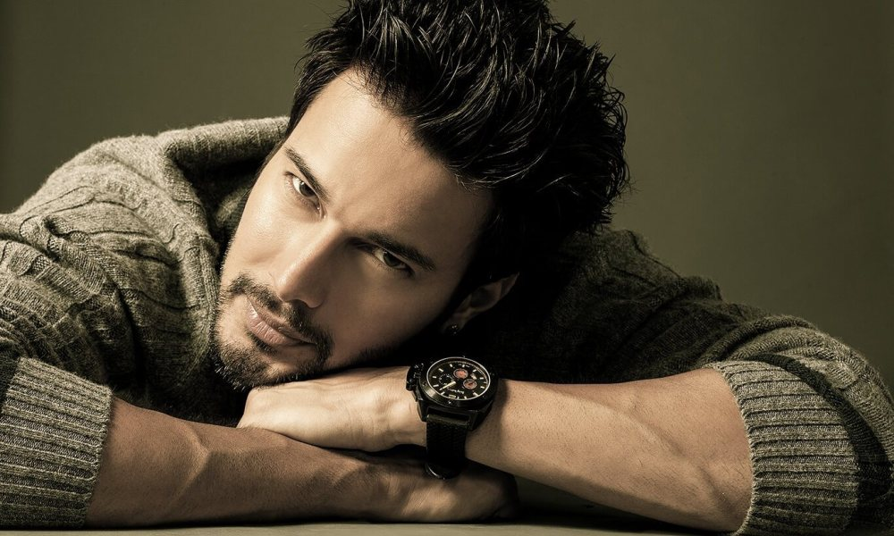 Rajniesh Duggall Wiki, Biography, Age, Family, Movies, Images