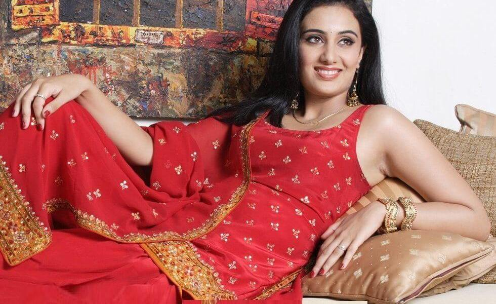 Sai Lokur Wiki, Biography, Age, Family, Bigg Boss, Images