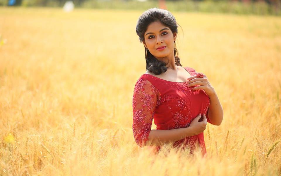 Samyuktha Menon Wiki, Biography, Age, Movies, Family, Images