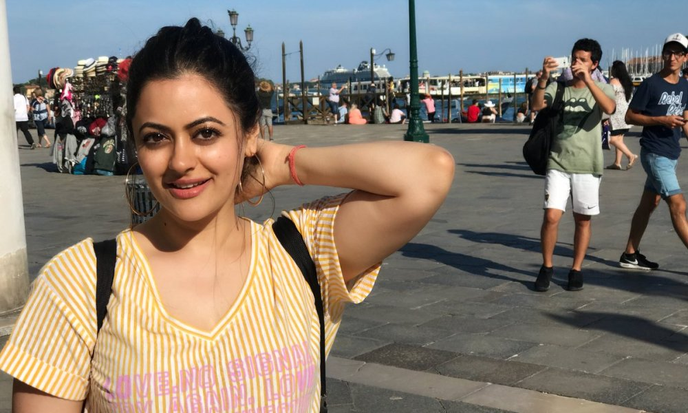 Shruti Sodhi Wiki, Biography, Age, Movies, Family, Images