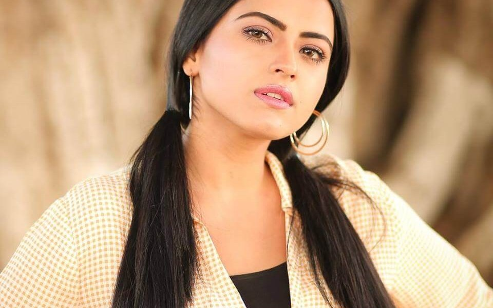 Simi Chahal Wiki, Biography, Age, Movies, Family, Images & More