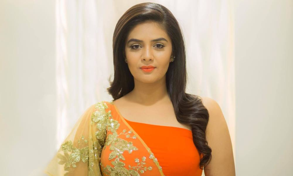 Sreemukhi Wiki, Bigg Boss, Biography, Age, Family, Movies, Images
