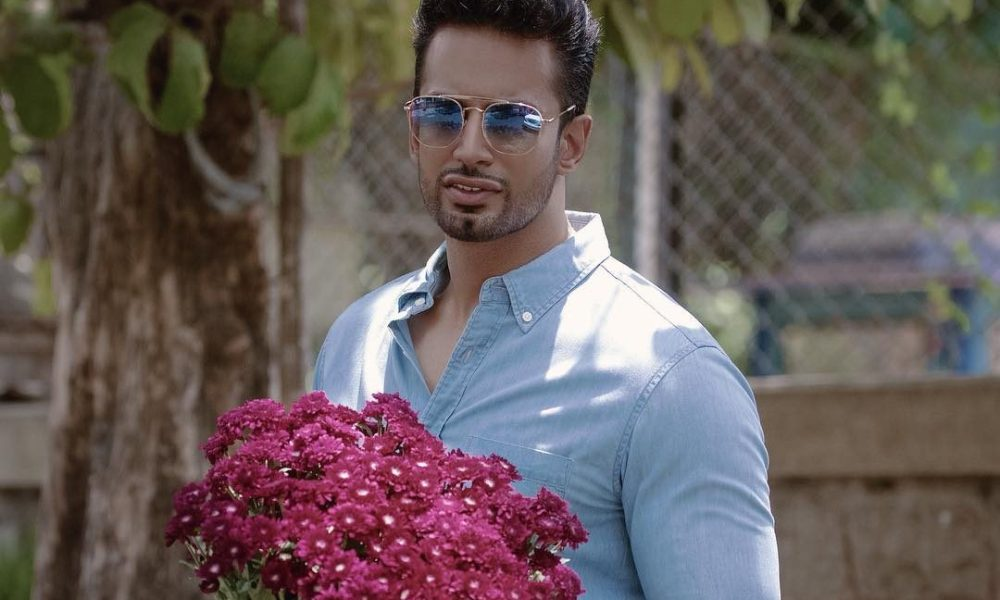 Upen Patel Wiki, Biography, Age, Movies, Family, Images