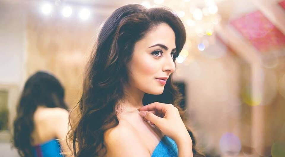 Zoya Afroz Wiki, Biography, Age, Images, Family